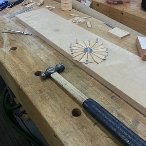 inlay-glueing-medallion